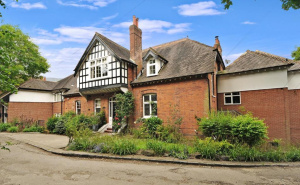 House for sale in Susan Wood with Winkworth