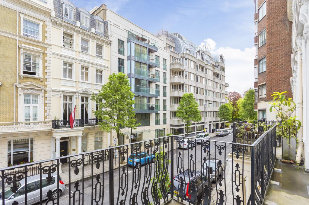 3 bedroom property for sale in centre court apartments for Queensborough terrace