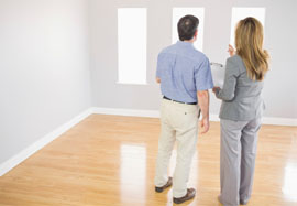 Estate agent conducts a viewing with a possible buyer of a property