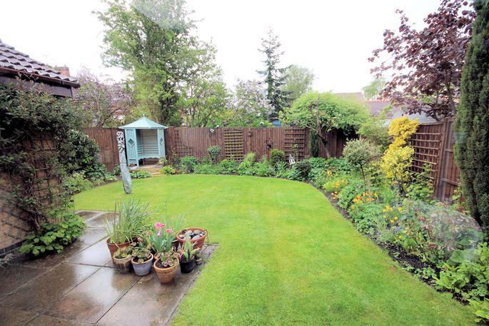Pristine & private garden