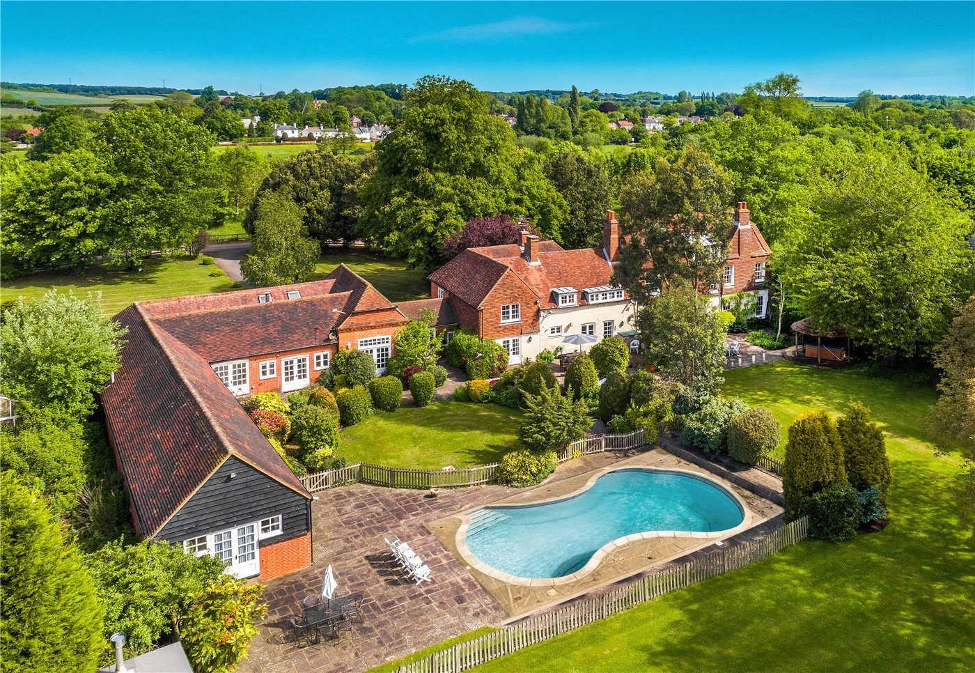 Grade II listed country house on the outskirts on Bentley