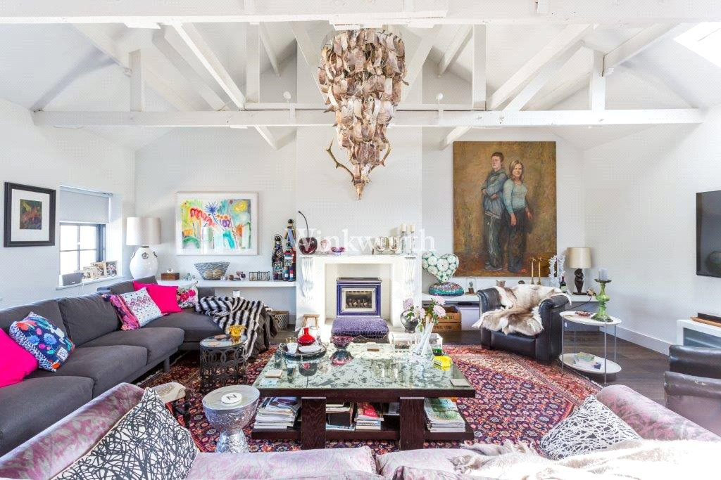 Fantastic loft on the top floor of a converted factory in Colina Mews
