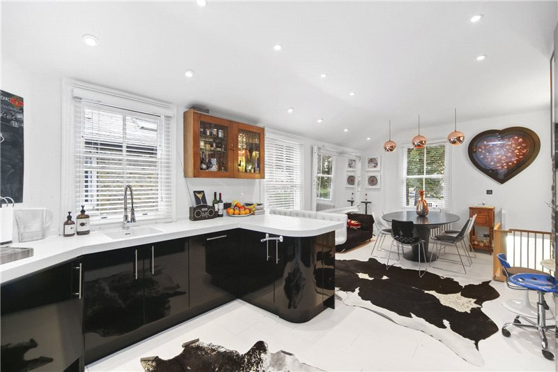 Situated in the vibrant area of West London's Shepherds Bush, is this unique maisonette.